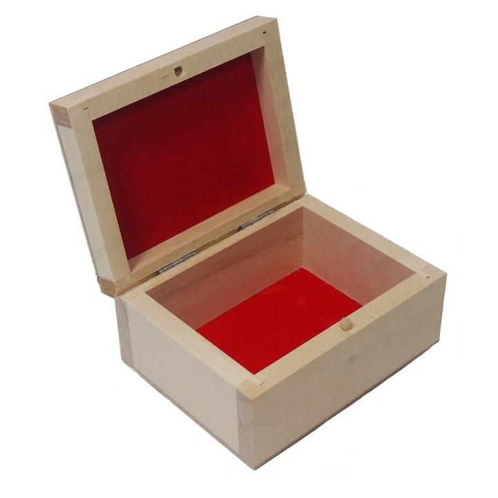 Drevená krabička s červenou výstelkou