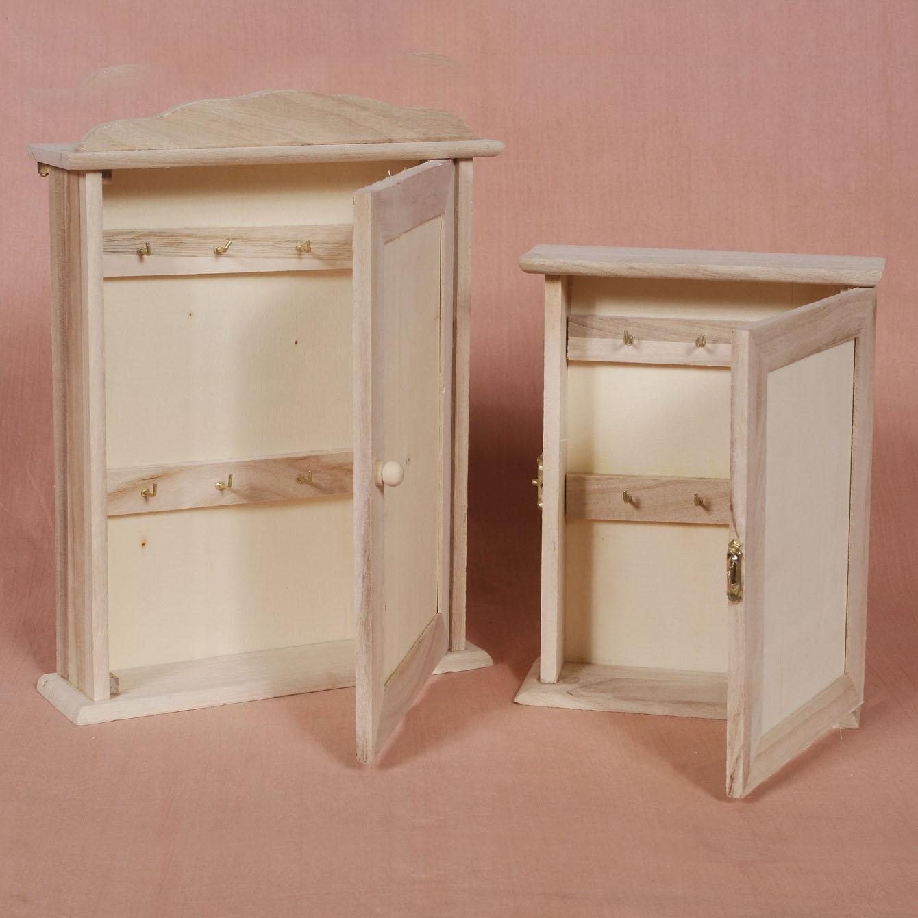 Drevená skrinka na kľúče malá - jednoduché dvierka (drevené polotovary na dekupáž PENTACOLOR)