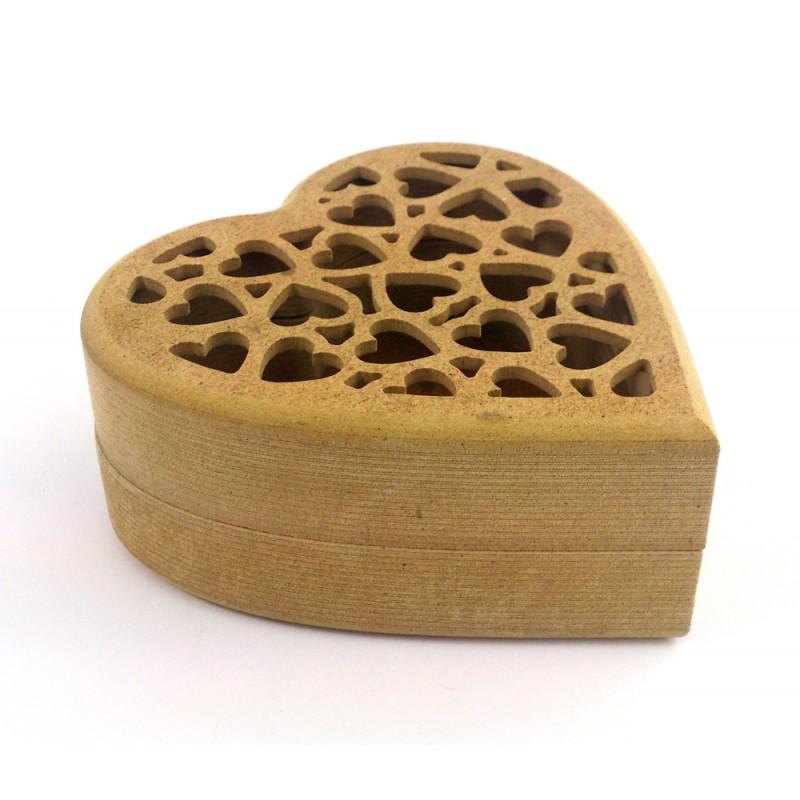 Drevená krabička Srdce s ažúrovým vekom / 12.5 cm